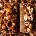 Butterscotch Blondie Bars with Peanut-Pretzel[...]